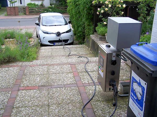 Elektroauto ZOE an Heimladestation