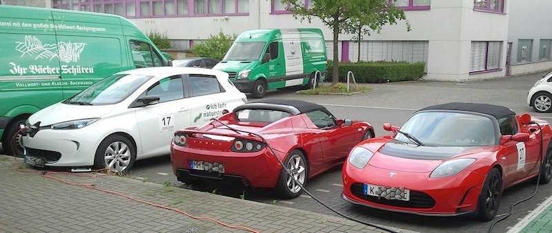 ZOE und 2 Tesla Roadster laden