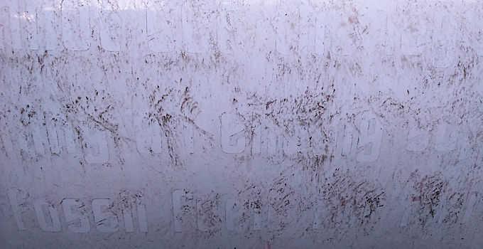 Klebereste Folienschrift Detail